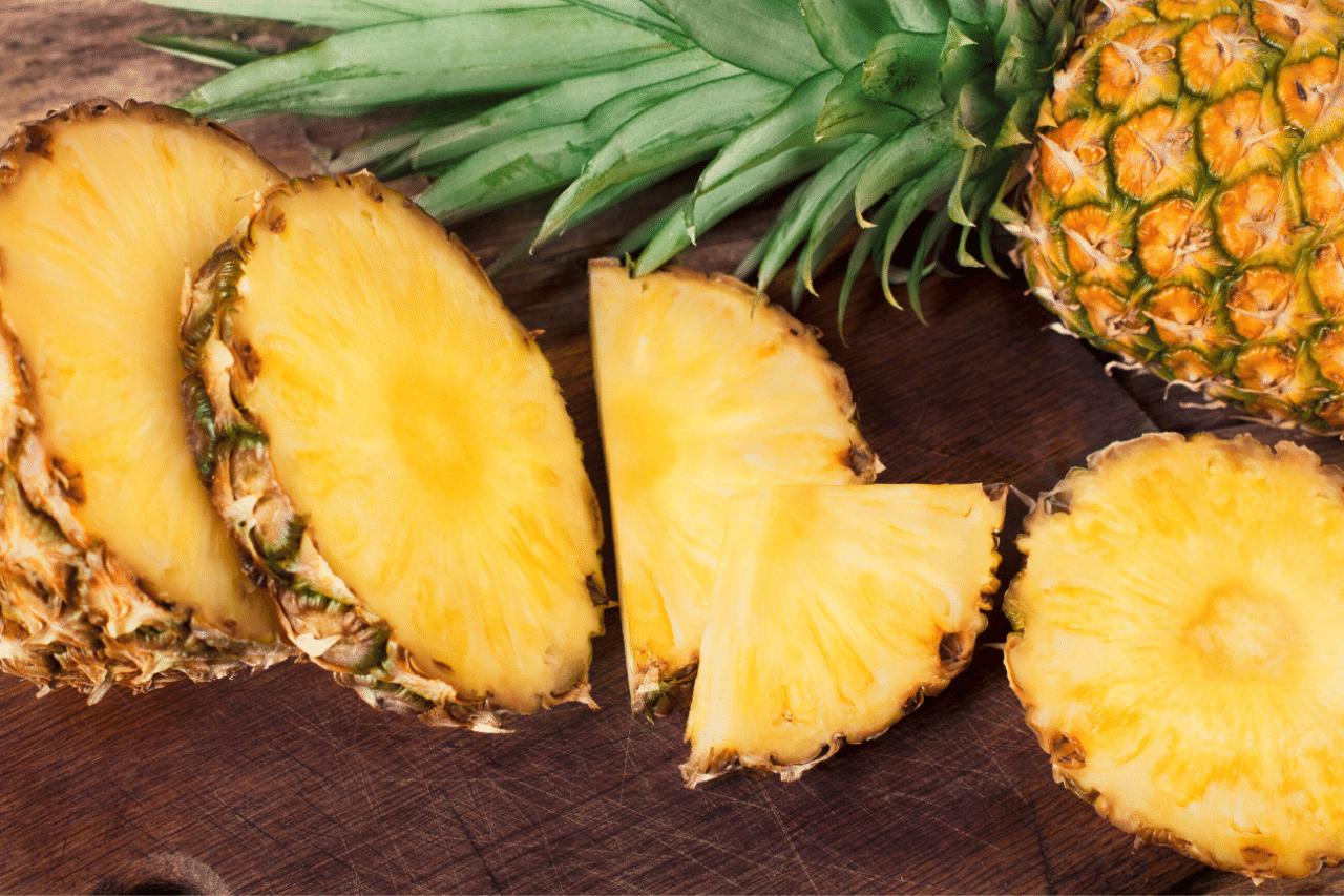 ananas ist ein MelatoninreichesNahrungsmittel
